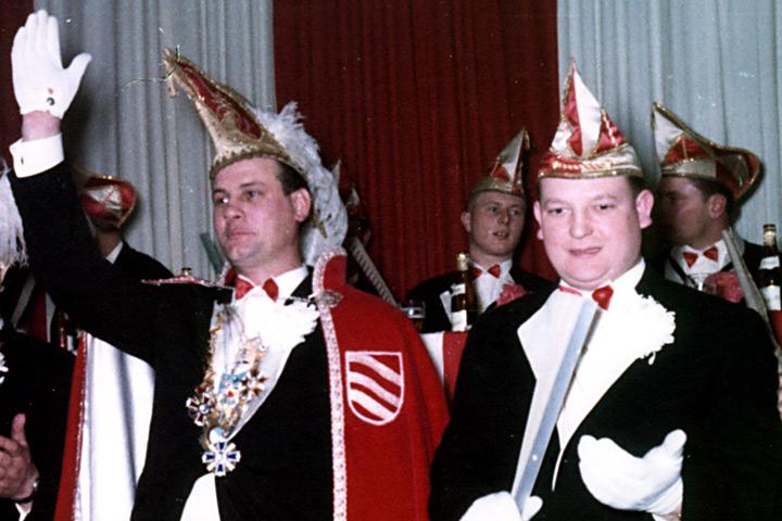 1965 Prinz Bruno I. Israel mit Mundschenk Hans Lehrke