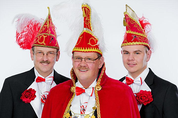 Prinz Thomas II. Westermann mit seinen Mundschenken Fabian Westermann und Lothar Grzesinski
